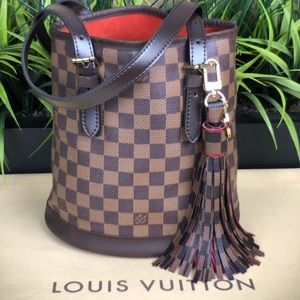 Authenticated Louis Vuitton Damier Bucket AR1927